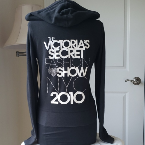 91c369e858485 VS Supermodel Essentials zip up hoodie.
